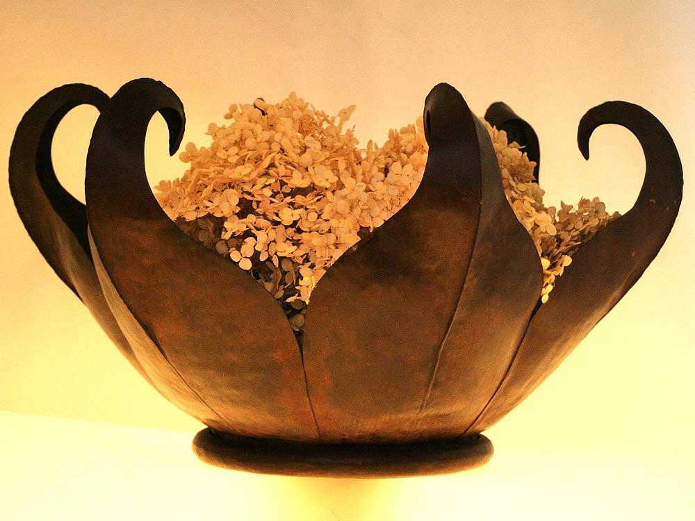 Sculpural bowl
